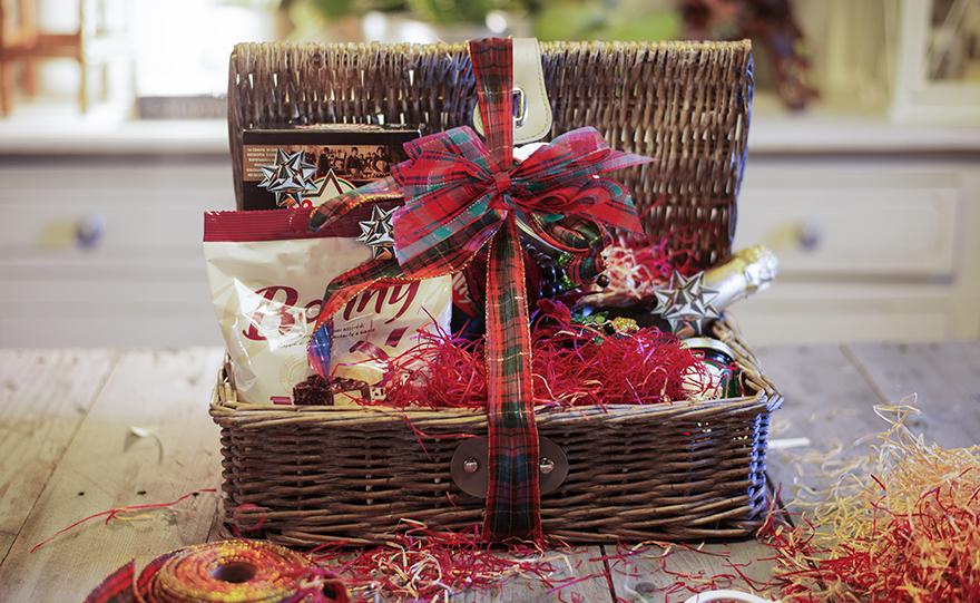 decorare-cesto-natalizio